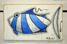 Petit poisson rayé bleu et blanc